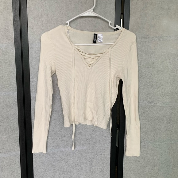 H&M Tops - White long sleeve crop top